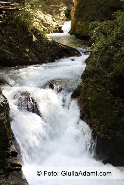 Foto Cascata con Tempi di Esposizione Rapidi
